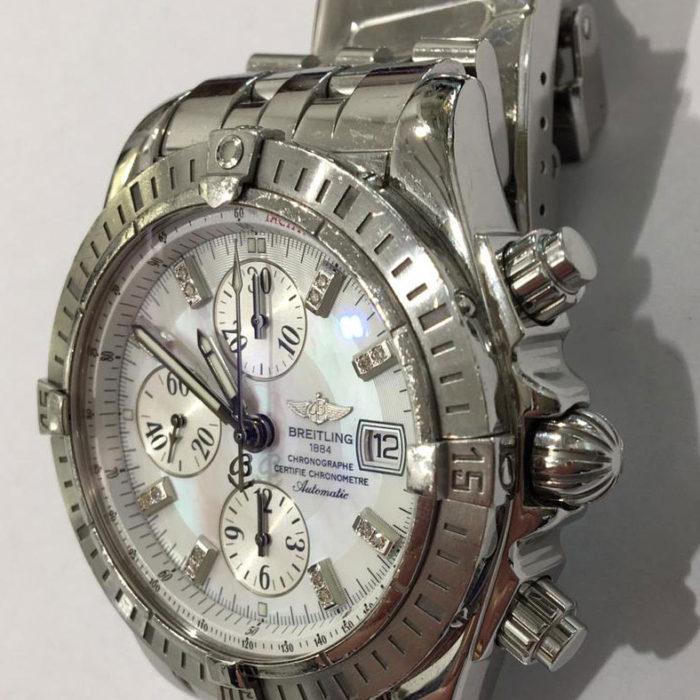 Breitling Chronomat Windrider referenza a13356, acciaio, bracciale pilot, automatico con data, anno 2005, cronografo, quadrante madreperla con 16 brillanti sugli indici, diametro mm 43,70. Orologio perfetto mai lucidato, garanzia originale, no scatola. Un anno di garanzia del negozio.
