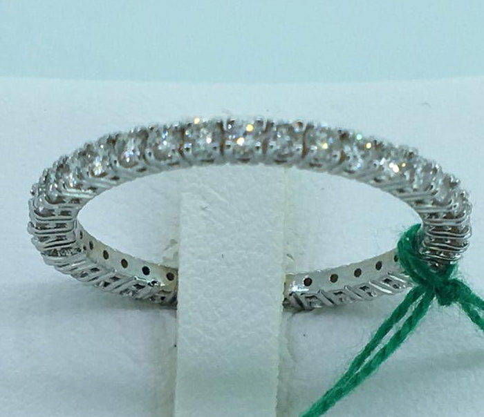 Veretta Eterné con Brillanti, colore F_G, di alta gioielleria.