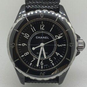 Chanel, bellissimo, orologio con cassa in acciaio e ceramica, automatico con data, diametro mm 38, impermeabile fino a 200 metri, chiusura deployante in acciaio, scatola originale e libretto e un anno di garanzia del negozio.